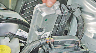 Снятие и установка электронного блока управления двигателем Шкода Фабия