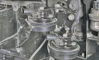 Снятие и установка звуковых сигналов Шкода Фабия