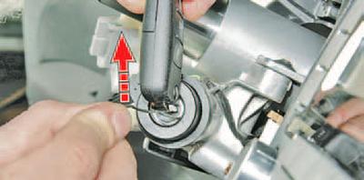 Замена цилиндра выключателя (замка) зажигания и антенного блока иммобилизатора Шкода Фабия