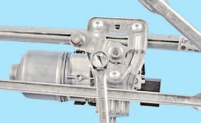 Замена моторедуктора стеклоочистителя ветрового окна Шкода Фабия