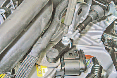 Регулировка привода управления автоматической коробкой передач Шкода Фабия