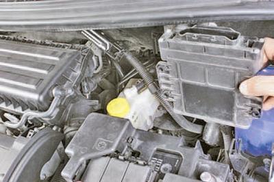 Снятие и установка электронного блока управления автоматической коробкой передач Шкода Фабия