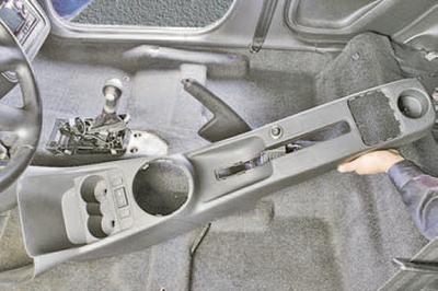 Снятие и установка кулисы селектора управления автоматической коробкой передач Шкода Фабия