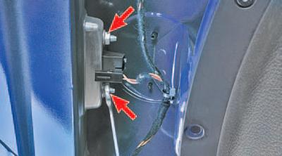 Снятие и установка наружной ручки двери задка Шкода Фабия