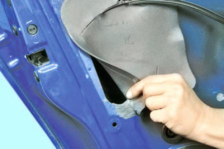Снятие и установка наружной ручки задней двери Шкода Фабия