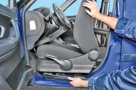 Снятие и установка переднего сиденья Шкода Фабия