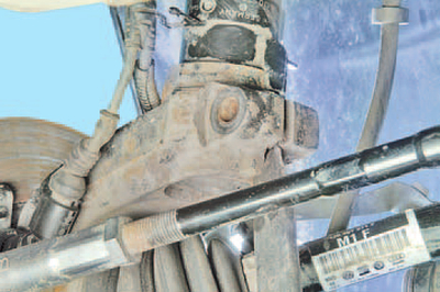 Снятие и установка поворотного кулака Шкода Фабия