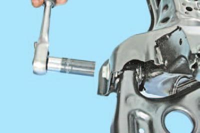 Снятие и установка рычага передней подвески Шкода Фабия