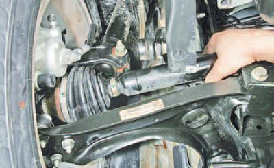 Проверка технического состояния приводов передних колес Шкода Фабия