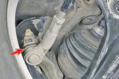 Осмотр и проверка рулевого управления на автомобиле Шкода Фабия