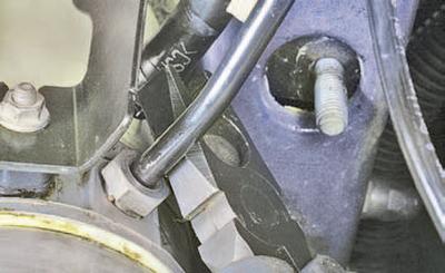 Снятие и установка электрогидравлического блока усилителя рулевого управления Шкода Фабия