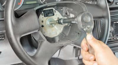Снятие и установка рулевого колеса Шкода Фабия