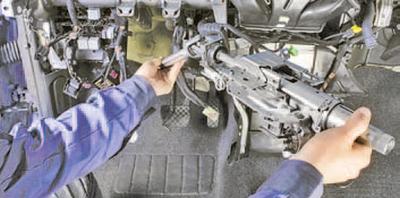 Снятие и установка рулевой колонки Шкода Фабия