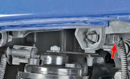 Снятие и установка датчика температуры окружающего воздуха Шкода Фабия