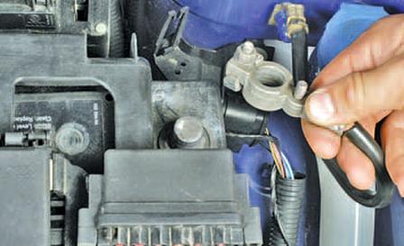Снятие и установка подушки безопасности переднего пассажира Шкода Фабия