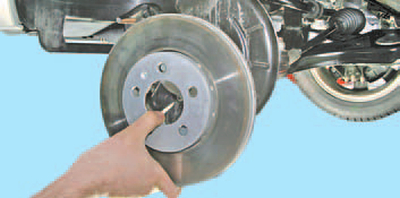 Снятие и установка тормозного диска тормозного механизма переднего колеса Шкода Фабия