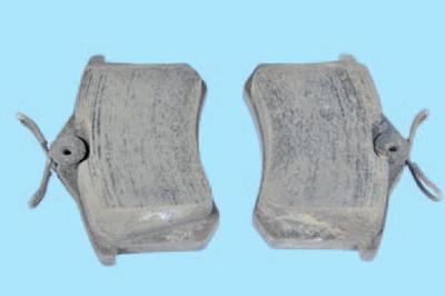 Замена тормозных колодок тормозного механизма дискового типа заднего колеса Шкода Фабия