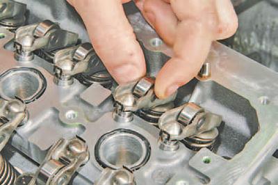 Проверка, промывка и замена гидрокомпенсаторов зазоров в механизме привода клапанов Шкода Фабия