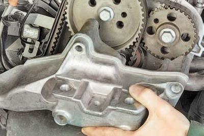 Замена ремня привода газораспределительного механизма, ремня привода распределительных валов и их натяжных роликов двигателя bxw Шкода Фабия