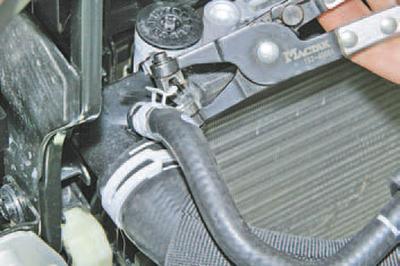 Проверка шлангов и соединений системы охлаждения Шкода Фабия