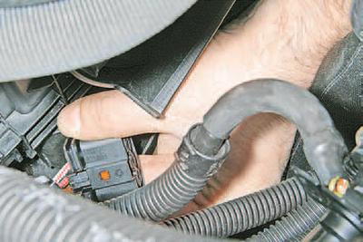 Снятие и установка электровентилятора радиатора системы охлаждения двигателя в сборе с кожухом Шкода Фабия