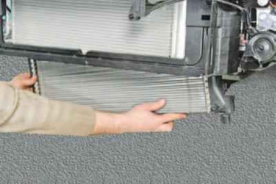 Замена радиатора системы охлаждения Шкода Фабия