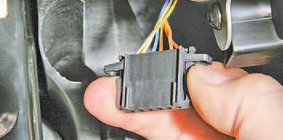 Снятие и установка педали управления дроссельной заслонкой Шкода Фабия