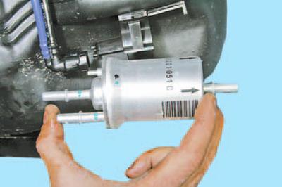 Снятие и установка топливного фильтра Шкода Фабия