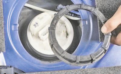 Снятие и установка топливного модуля Шкода Фабия