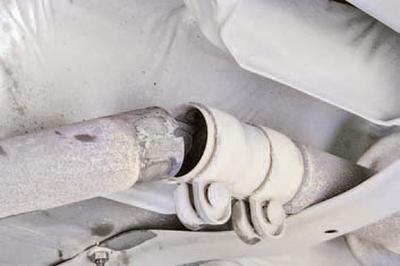 Замена блока основного и дополнительного глушителей и промежуточной трубы Шкода Фабия